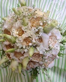 Bouquet de Lisiantos com mini rosas