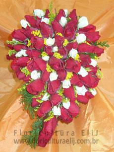 Bouquet cacho de uva de rosas com mini rosas